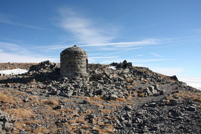 Vestige de l'Observatoire du Mont-Mounier. Cliché P.Thomassin, Roudoule.
