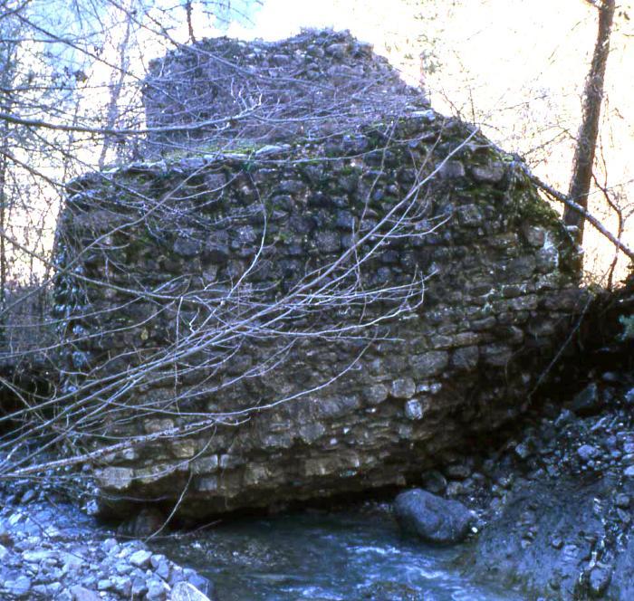 Moulin de la Mairola (détruit), Auvare. Cliché : Thomassin, Philippe, Roudoule, écomusée en terre gavotte.