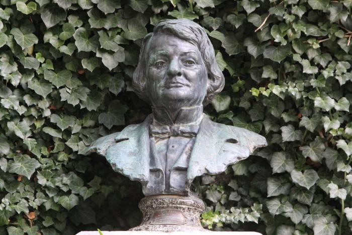 Buste de Joseph Garnier. Cliché : Thomassin, Philippe, Roudoule, écomusée en terre gavotte, 2015.