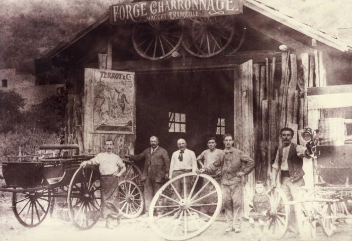 Atelier de charronnage Macchi Tranquille, Puget-Théniers, début 20e siècle.