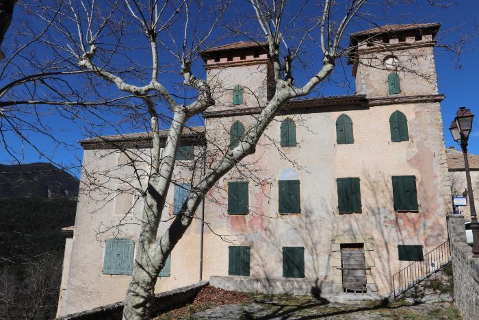 Maison du Baron Corporandy d'Auvare. Cliché : Thomassin, Philippe, Roudoule, écomusée en terre gavotte, mars 2019.